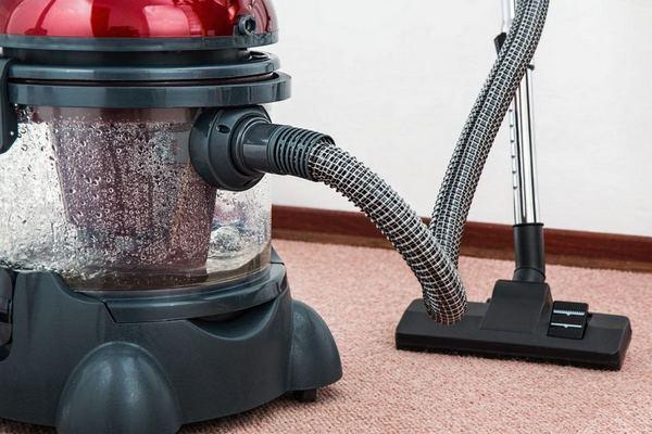 Отлично, если пылесборник будет вмещать много пыли: чистить его придется реже