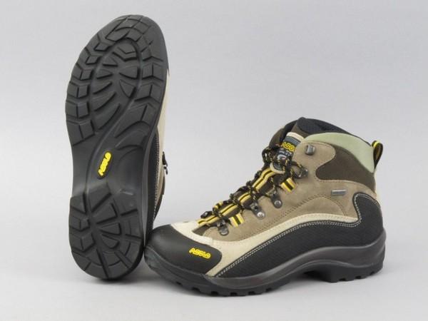 Шнуровка – не менее важный момент, ведь подгон ботинок под ногу может облегчить хождение