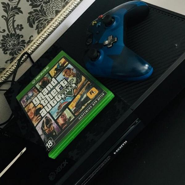 На Xbox One все также хорошо идёт, пусть и меньше «плюшек»