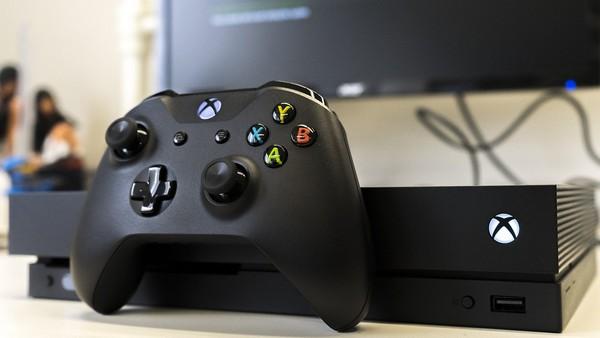 Xbox One выглядит внешне вполне неплохо, только блок питания у него довольно большой