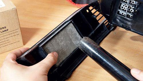 Почистить фильтр можно пылесосом