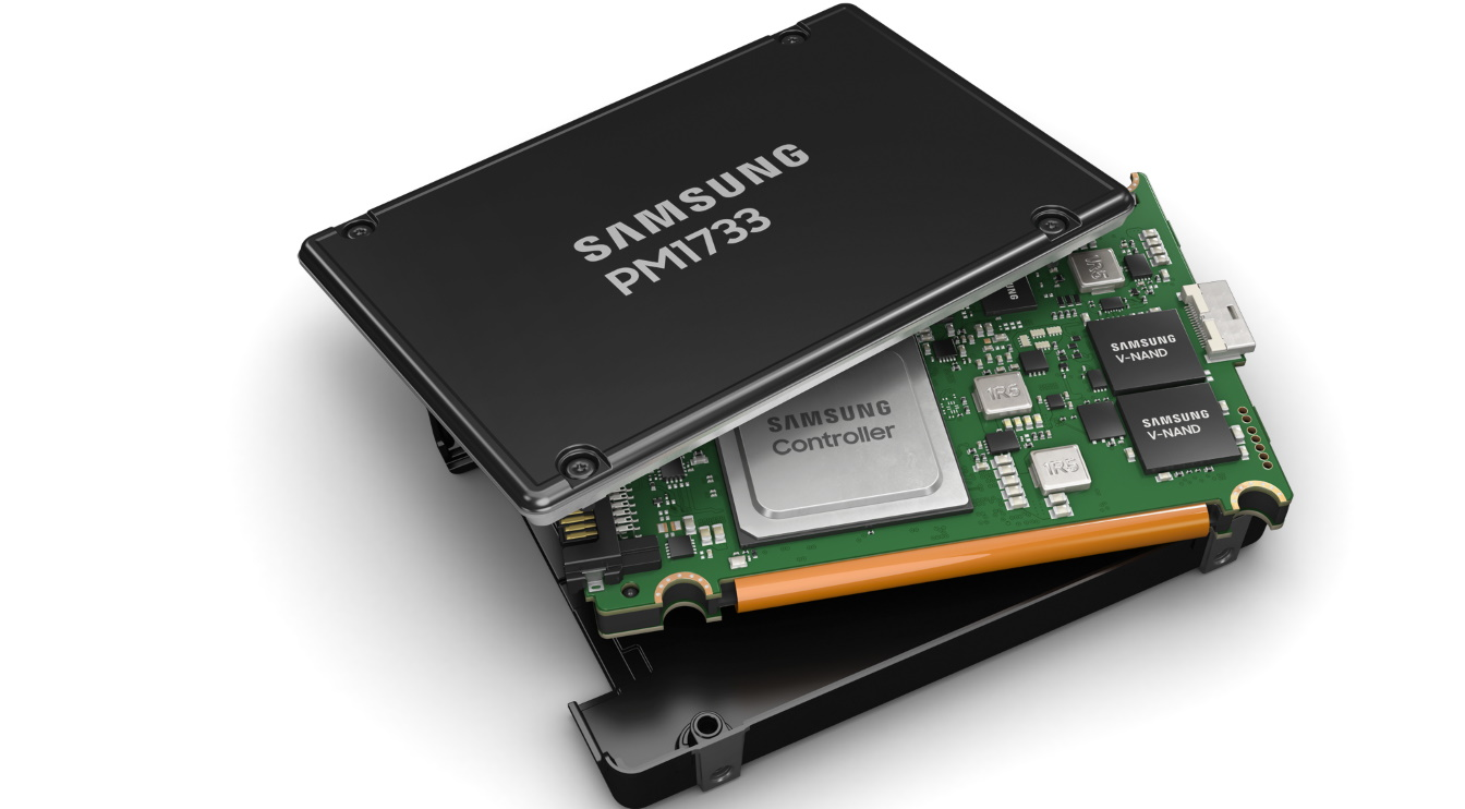 SSD — компьютерное энергонезависимое немеханическое запоминающее устройство на основе микросхем памяти, альтернатива HDD