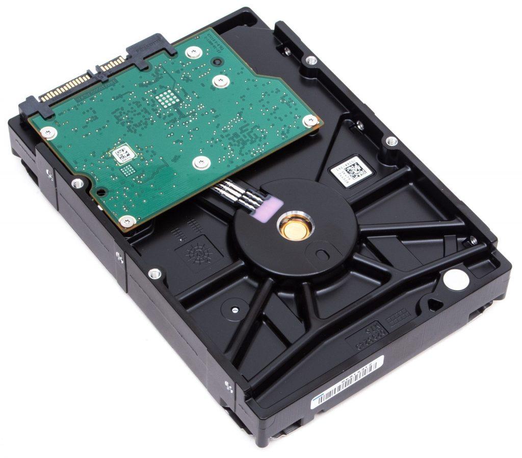 SSHD представляет из себя сочетание традиционного жесткого диска и новых технологий твердотельных накопителей