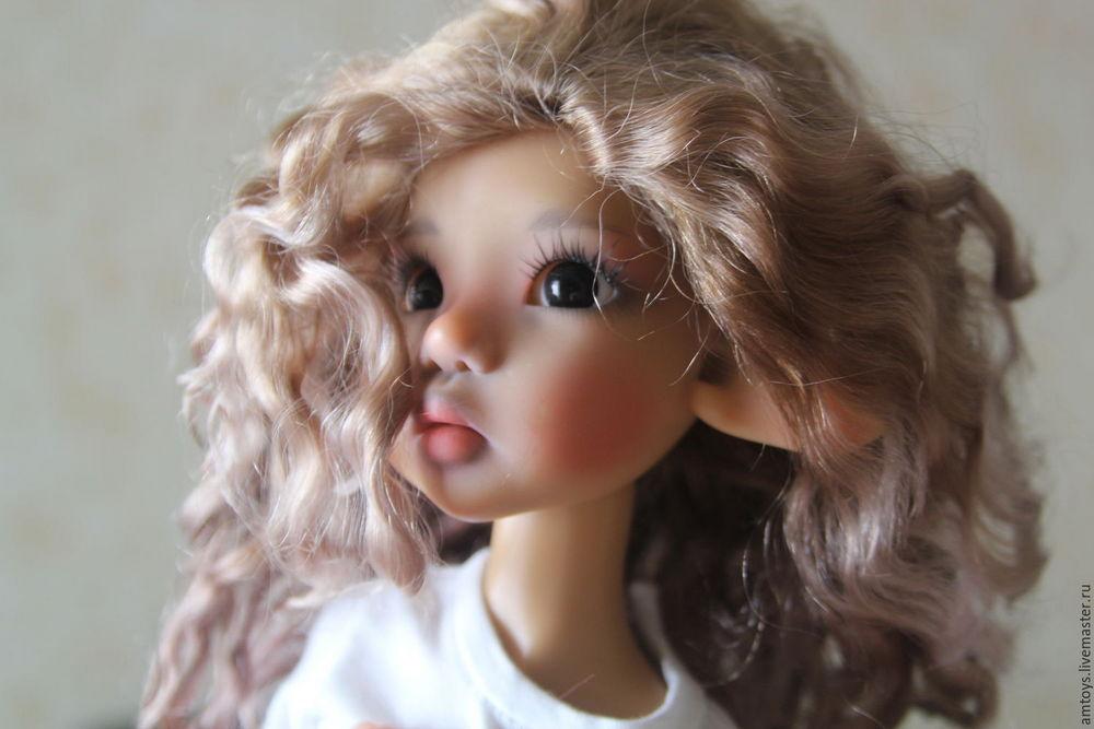 Обязательно проверьте, чтобы волосы куклы были качественно зафиксированы