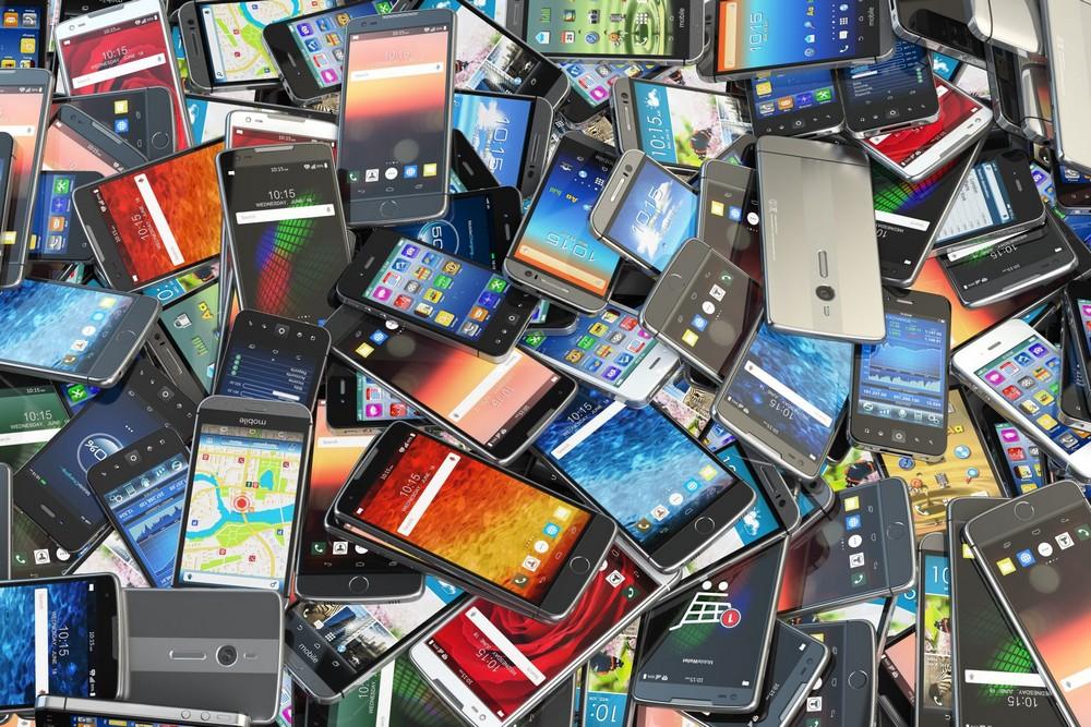 Цена – первостепенный критерий, который и определяет будущий выбор смартфона. Причем у Apple цены на всю продукцию достаточно высокие