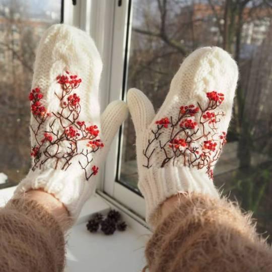 Шерстяные варежки, не только порадуют человека, но и будут согревать теплом в морозы