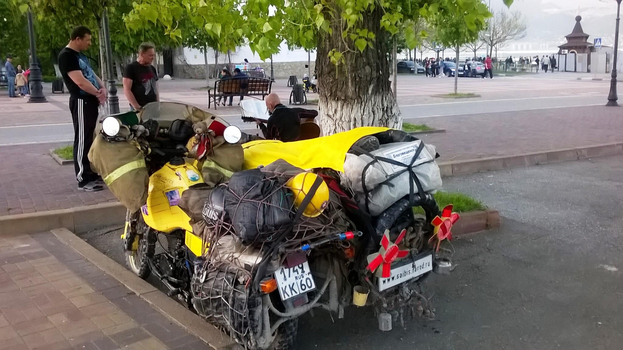 Весьма нагруженный мотоцикл