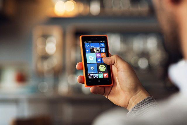 На данный момент существует огромное количество компактных смартфонов