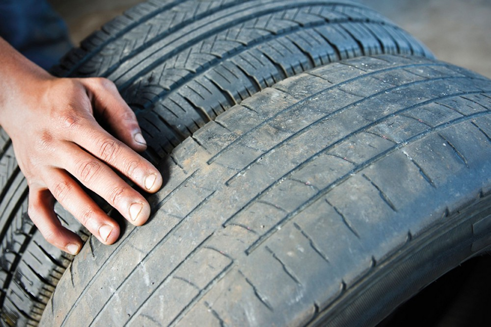 Использование изношенных автомобильных шин приводит к непредвиденным ситуациям на дороге