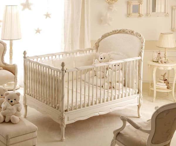 Классическая кроватка для новорожденного