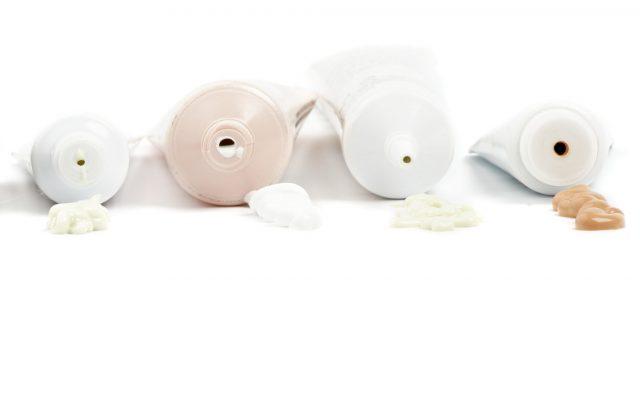 Перед нанесением СС-крема на сухую кожу нанесите увлажняющий крем