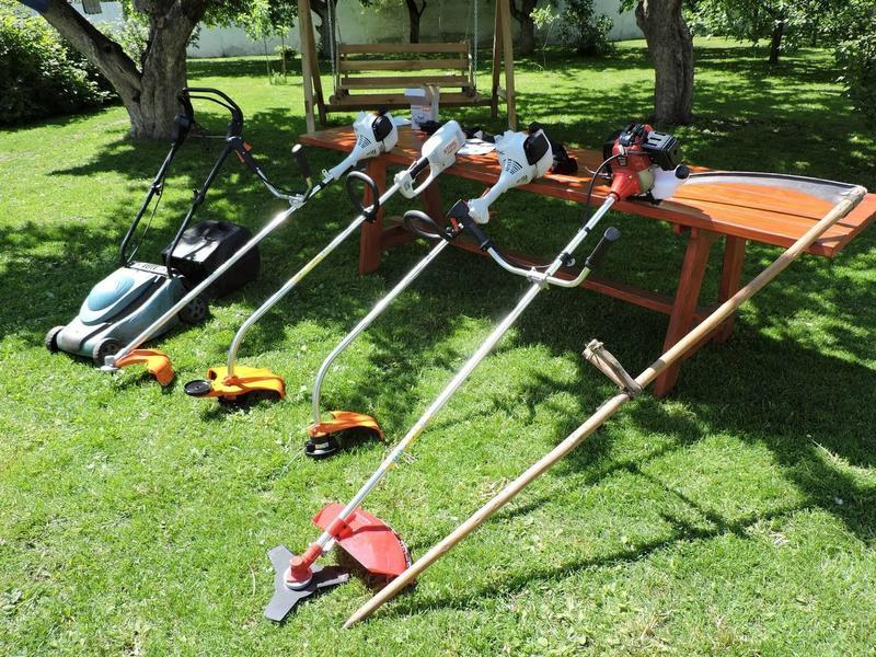 Различные виды садового оборудования для стрижки травы
