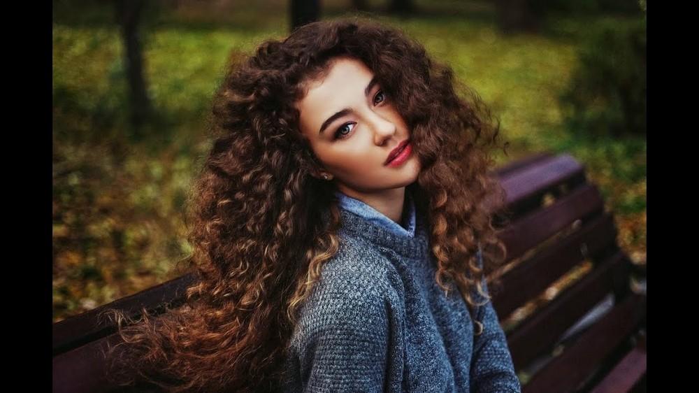 Кудрявым волосам подойдут сухие лаки сверхсильной фиксации