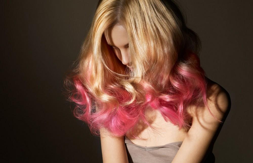 Для окрашенных волос больше подойдут специальные средства, которые не будут их сушить