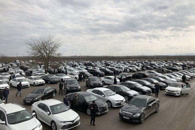 Самыми популярными у россиян являются автомобили нейтральных цветов