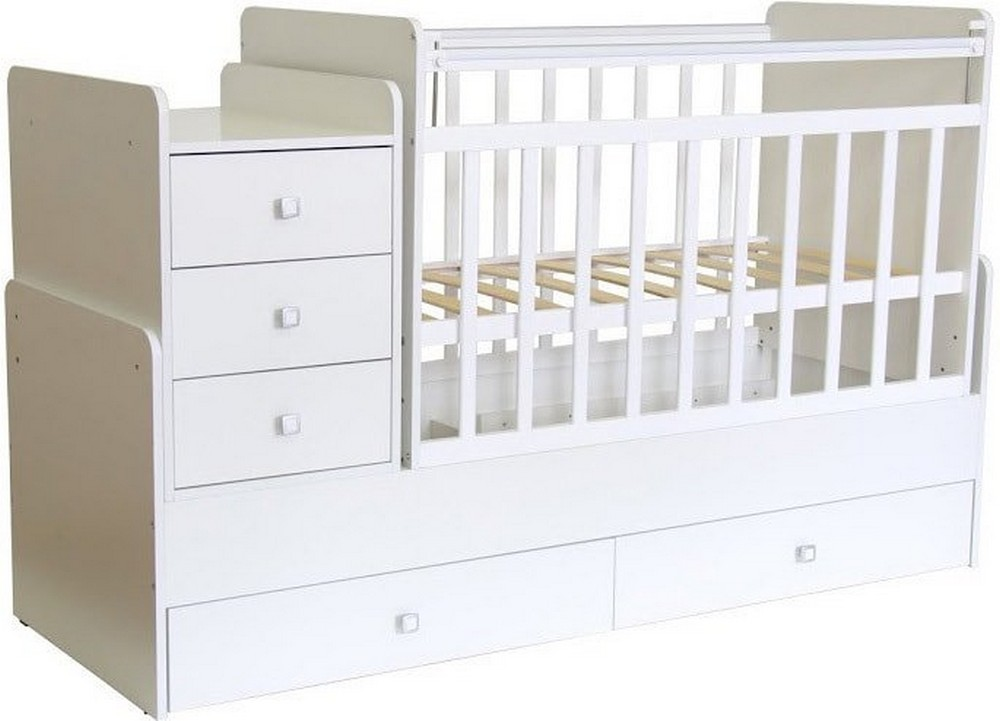 У некоторых моделей кроваток бывают комоды и пеленальные столики, что удобно для большинства родителей