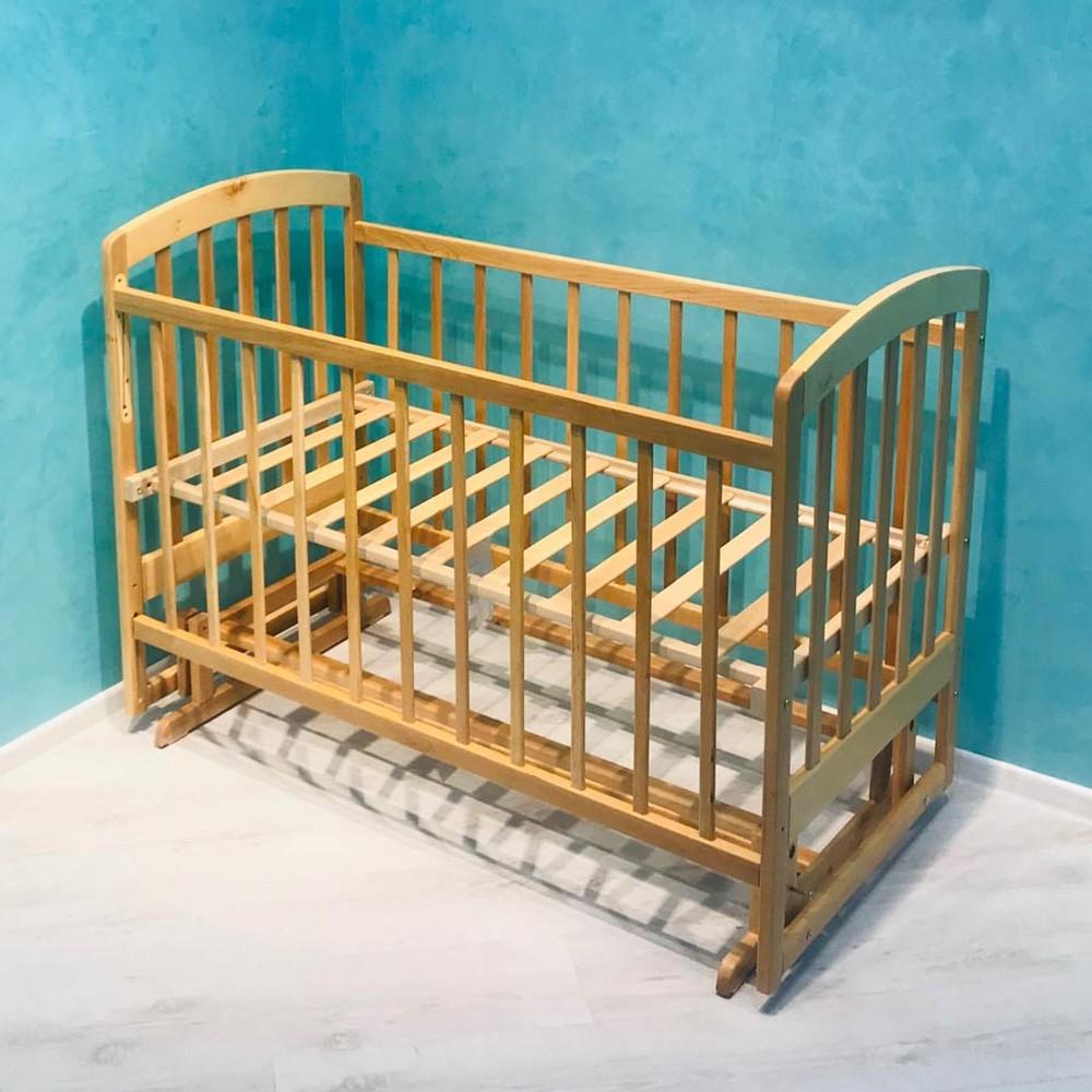 Более надежными и популярными считаются кроватки из дерева, но и из качественного ДСП модели тоже неплохи