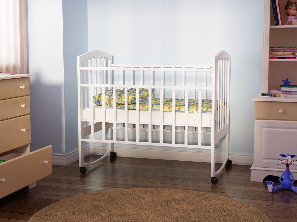 Безопасность кроватки обязательно должна быть обеспечена за счет устойчивости, качественных материалов изготовления, закругленных углов и т.д.