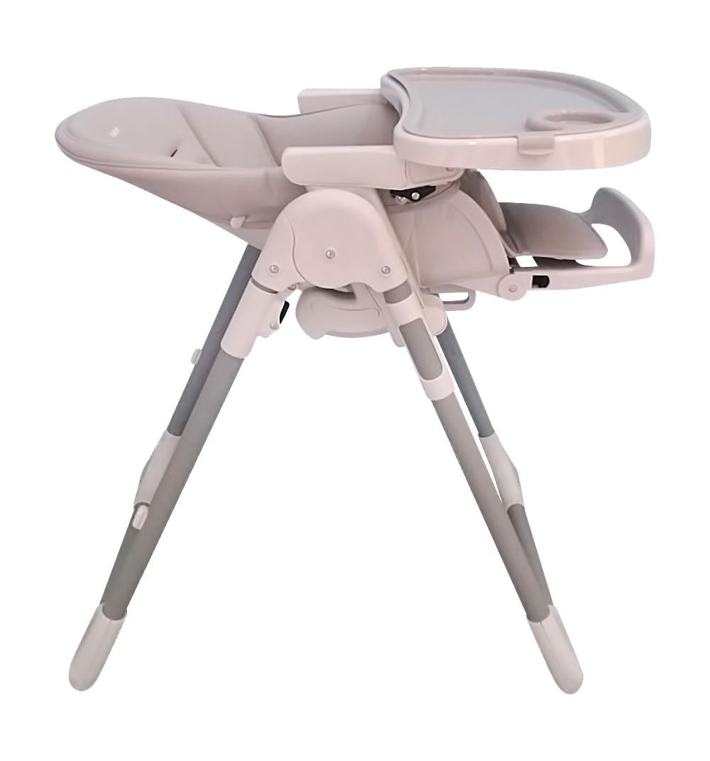 Лучше, чтобы положение спинки у стульчика регулировалось, чтобы малыша можно было перевести в «полулежачее» положение