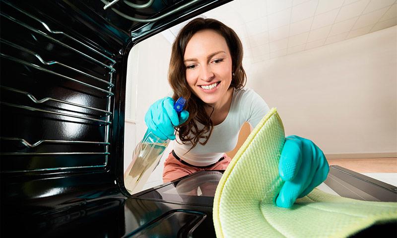 Поддерживать духовку в чистоте проще с системой самоочистки