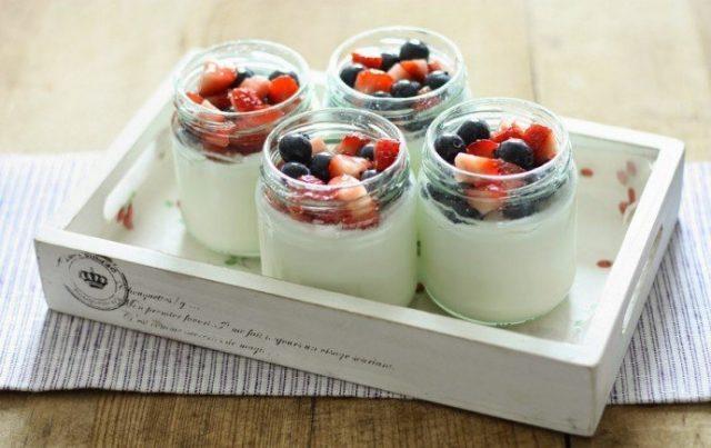 С помощью йогуртницы можно приготовить полезный йогурт без химических добавок