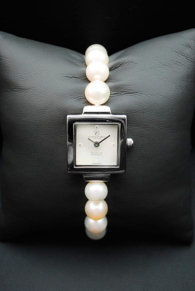 Жемчуг в оформлении часов
