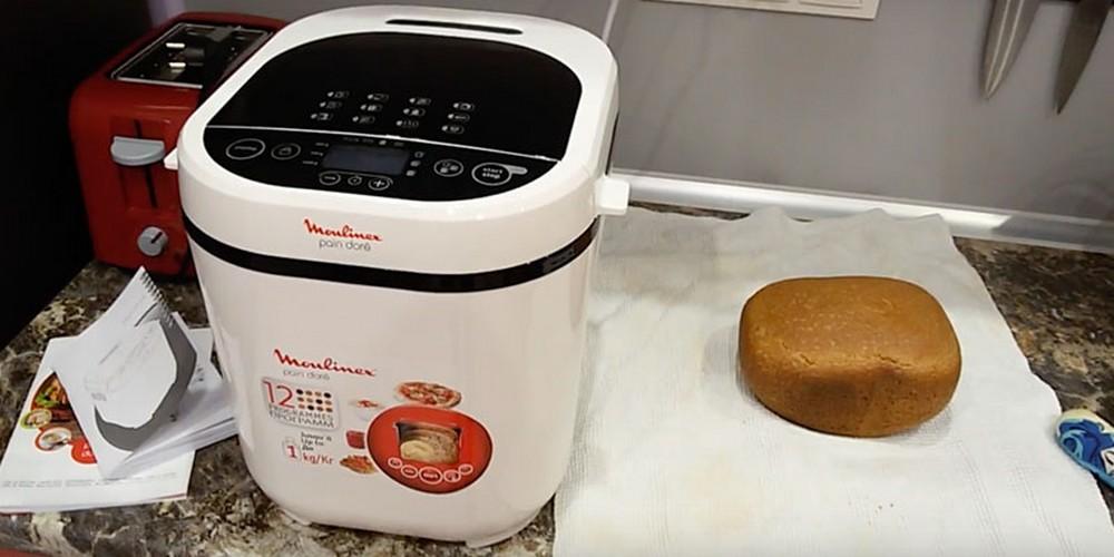 Чем мощнее хлебопечка, тем лучше будет замешиваться тесто и тем быстрее будет выпекаться хлеб