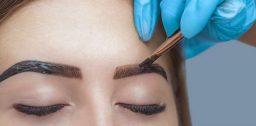 Перед окрашиванием бровей необходимо проверить аллергическую реакцию