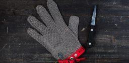 Какую выбрать перчатку для защиты рук от порезов при работе с ножом и тёркой
