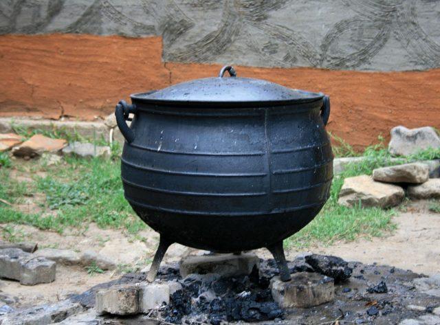 Казан — традиционный азиатский литой металлический котёл с полукруглым дном для приготовления пищи